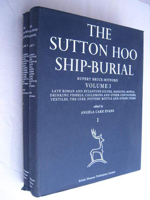 The Sutton Hoo Ship-Burial, Vol. 3, Parts 1 &2 :Late Roman and Byzantine Silver, Hanging Bowls, Drinking Vessels, Cauldrons and other Containers, Textiles, The Lyre, Pottery Bottle and Other Items, Bruce-Mitford, Rupert ;(ed)