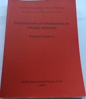 Fortifications et urbanisation en Afrique orientale :Cambridge Monographs in African Archaeology 58 BAR International Series 1216, Pradines, Stephane  ;
