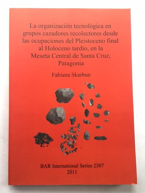 La organizacion tecnologica en grupos cazadores recolectores desde las ocupaciones del Pleistoceno final al Holoceno tardio, en la Meseta Central de Santa Cruz, Patagonia :, Skarbun, Fabiana ;